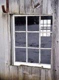 Alte Scheune oder Halle mit verwittertem Holz auf Bauernhof Lizenzfreies Stockbild