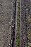 Alte Schienen lassen zueinander paralleles laufen lizenzfreie stockfotografie