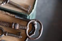 Alte Schlüssel und Bücher Lizenzfreie Stockfotografie
