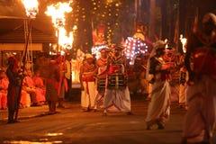 Alte Schlagzeuger, die an Kandy-esala perahara durchführen lizenzfreies stockbild
