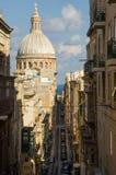 Alte schmale Straße der europäischen Stadt Lizenzfreie Stockfotografie