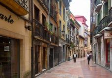 Alte schmale Straße im historischen Teil von Salas Lizenzfreies Stockbild