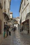Alte schmale Straße Porec in Kroatien Stockfotos