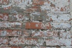 Alte schmutzige Backsteinmauer mit Schalengips, Beschaffenheit Lizenzfreie Stockbilder
