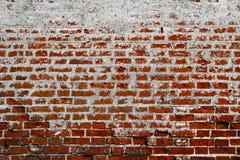 Alte schmutzige Backsteinmauer mit Weiß und roten Backsteinen Stockfoto