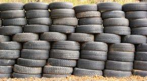 Alte schmutzige benutzte Reifen Stockfoto
