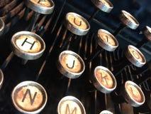 Alte schmutzige Schreibmaschinenbuchstaben schließen oben Stockfoto