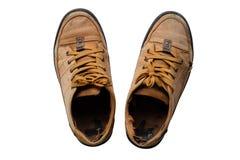 Alte Schuhe auf weißem Hintergrund Stockfotografie