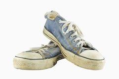 Alte Schuhe getrennt auf weißem Hintergrund lizenzfreies stockbild