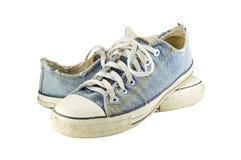 Alte Schuhe lokalisiert mit weißem Hintergrund stockfotografie