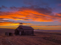 Alte Schule bei Sonnenuntergang 1 Stockfotos