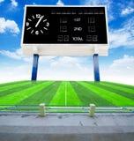 Alte schwarze Anzeigetafel im Feldfußball Lizenzfreies Stockbild