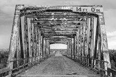 Alte Schwarzweiss-Brücke Stockbilder