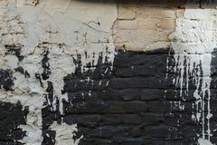 Alte Schwarzweiss-Wand gefüllt mit Farbe Strukturelles Foto Stockfotos