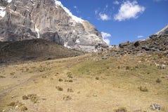 Alte scogliere di Cuyoc con neve sulla parte superiore Fotografie Stock Libere da Diritti