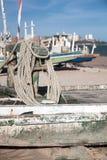 Alte Segelboote auf dem Strand Stockbild