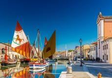 alte Segelboote auf italienischem Kanal-Hafen Lizenzfreies Stockbild