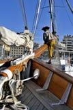 Alte Segelschiffe koppelten im alten Hafen von Marseille an Stockfotografie