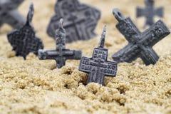 Alte seltene religiöse Kreuze getragen im 17. Jahrhundert von den orthodoxen Russen lizenzfreie stockfotos