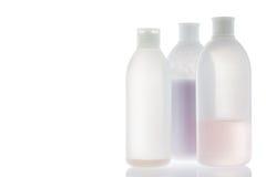 Alte Shampooflasche auf Weiß Stockfotos