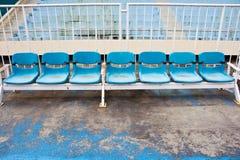 Alte Sitze des Stadions Lizenzfreie Stockbilder