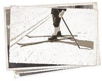 Alte Skis und Stiefel der Weinlesefotos Stockfoto