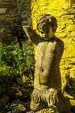Alte Skulptur auf dem Sockel, schön konserviertes altes artisti Lizenzfreies Stockbild