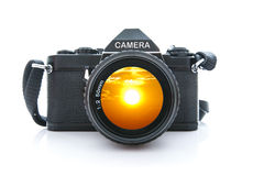Alte SLR-Schwarz-Kamera auf weißem Hintergrund Stockfotografie