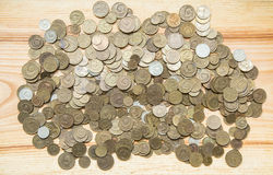 Alte sowjetische Münzen auf einem hölzernen Hintergrund Lizenzfreie Stockfotografie