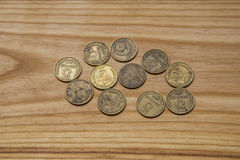 Alte sowjetische Münzen auf einem hölzernen Hintergrund Lizenzfreies Stockfoto