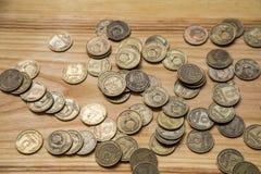 Alte sowjetische Münzen auf einem hölzernen Hintergrund Stockbild