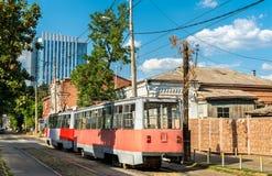 Alte sowjetische Stadttram in Krasnodar, Russland lizenzfreie stockfotografie