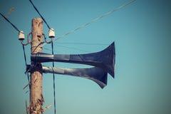 Alte Spalte mit einem Lautsprecher der Retro- Farbe Lizenzfreies Stockfoto