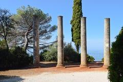Alte Spalten auf der Küste im Istria Lizenzfreie Stockfotografie