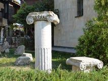 Alte Spalten in der alten Stadt Stockbild