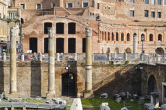 Alte Spalten in Roman Forum in Rom Stockfoto