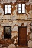 Alte spanische Gebäude-Fassade stockbild