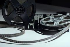 Alte Spule des Filmes und des Kinoklatschens Lizenzfreie Stockfotos
