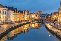 Alte Stadt am Abend, blaue Stunde, Gent, Belgien Stockbild