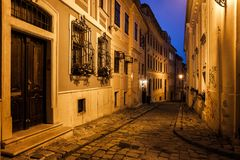 Alte Stadt Bratislavas nachts Stockbild