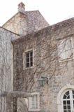 Alte Stadt Budva und adriatisches Meer Lizenzfreie Stockfotografie