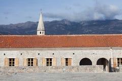 Alte Stadt Budva und adriatisches Meer Lizenzfreies Stockbild