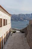 Alte Stadt Budva und adriatisches Meer Lizenzfreie Stockfotos
