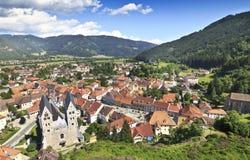 Alte Stadt in den Alpen Stockfotografie