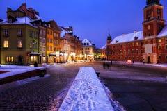Alte Stadt in der Stadt von Warschau auf Winter-Nacht stockbild