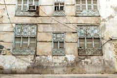 Alte Stadt in Dschidda Saudi-Arabien bekannt als historisches Dschidda Alt und Erbe Windows und Türen in Dschidda Schattierte Ent lizenzfreie stockfotos