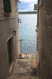Alte Stadt durch das Meer Stockbilder