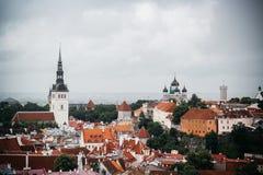 Alte Stadt in Estland von einem Standpunkt lizenzfreies stockbild
