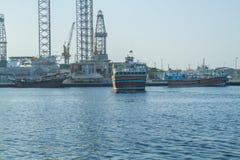 Alte Stadt, Fluss mit Booten und Schiffe Reisefoto Stockfoto