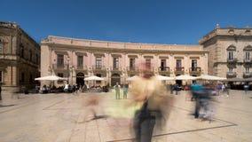 Alte Stadt Italiens, Sizilien, Syrakus, typischer Restauranthauptplatz stock video footage